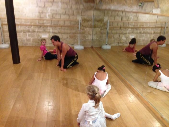 Cours de danse classique - Les Petits Loulous du 9ème - Photo 2