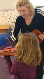 cours de violon pour enfants entre un professeur et son élève 1
